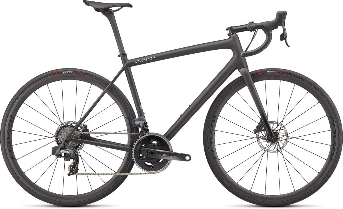 EAN-code: 0888818777921 Product: SPECIALIZED AETHOS PRO - SRAM FORCE ETAP AXS, CARBON / FLAKE SILVER / GLOSS BLACK FORK FADE (Part-No: 97222-1156) at cycleXperience.nl