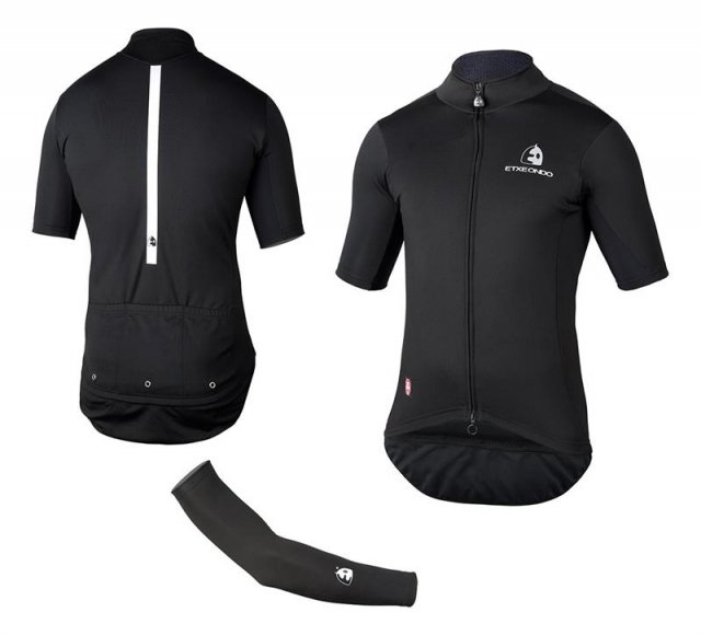 EAN-code: 2181003048522 Brand: ETXEONDO Product: SHIRT K.M. TEAM EDITION WINDSTOPPER ZWART (INCL. ARMWARMERS) at cycleXperience.nl