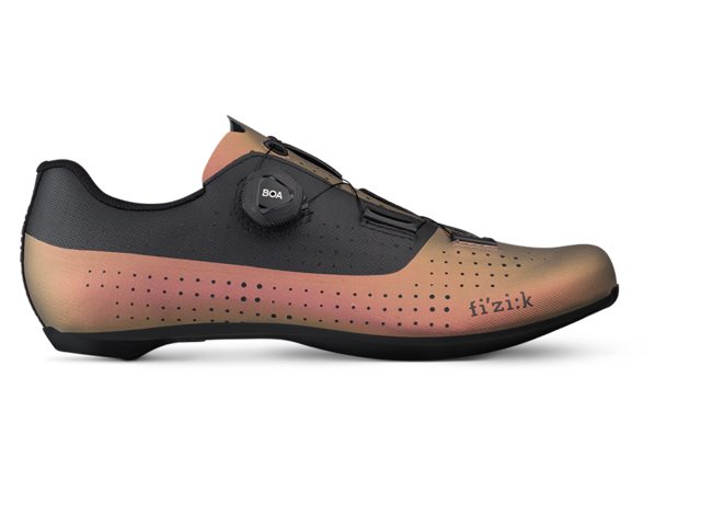 EAN-code: 2181003316782 Brand: FIZIK Product: TEMPO R4 OVERCURVE COPPER/BLACK at cycleXperience.nl