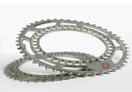 EAN-code: 2192302922123 Brand: ROTOR Product: KETTINGBLAD 41+46/135MM Q-RING ZILVER CAMPA SET at cycleXperience.nl