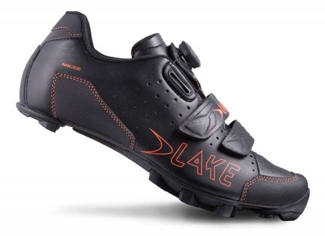 EAN-code: 8718568039548 Brand: LAKE Product: SCHOENEN MTB MAAT 44 MX228 ZWART/ORANJE (Part-No: 703083) at cycleXperience.nl